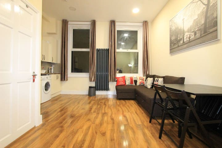 Cosy 1st Floor One Bed Close To Oxford Street Apartments
