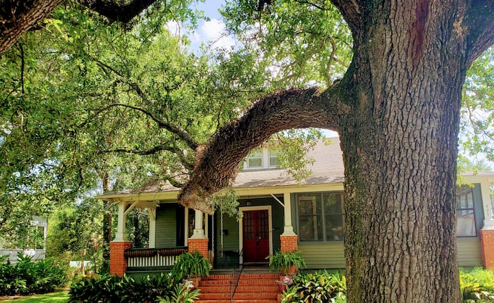 Historic downtown New Iberia bungalow on the Teche