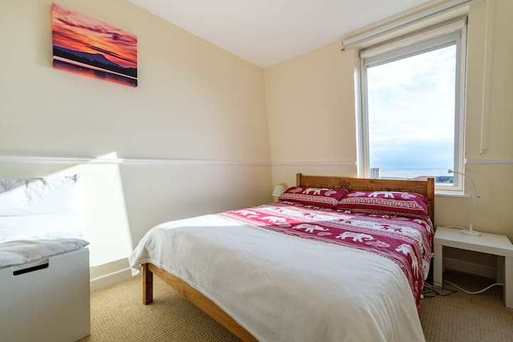 Double room at Edinburgh`s seaside