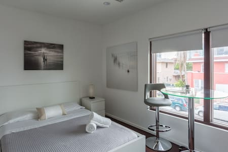 Unit 5- Miami Wynwood place with Private entrance