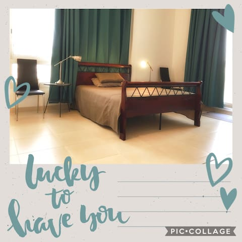 Furnished privat studio Beach,queen Bed,Balcony,TV