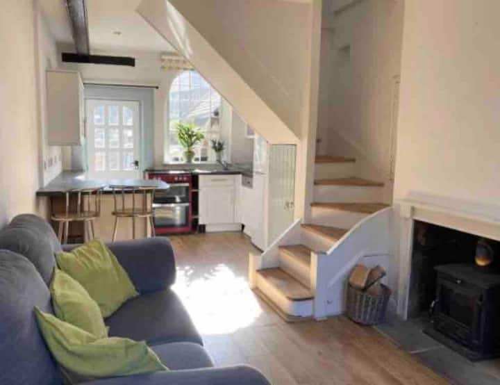 Cosy terraced cottage, Westerham