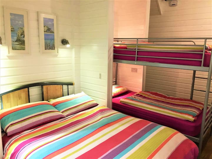# Portrush Holiday Hostel Ocean Chalet-Family Room