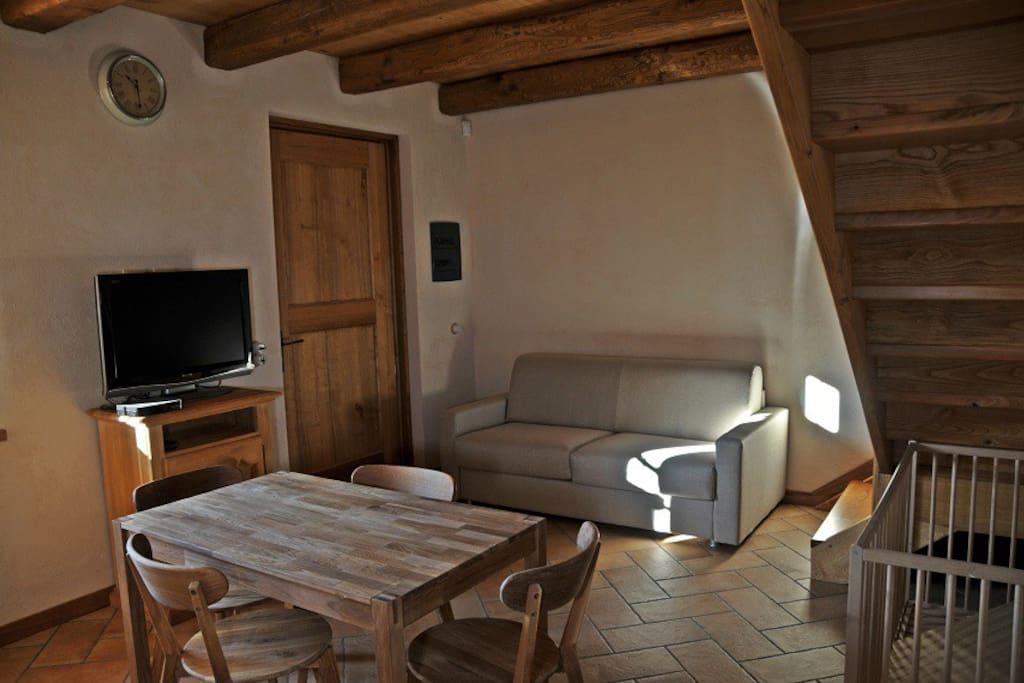 Cucina/soggiorno con divano letto