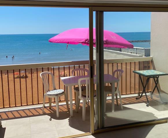 Magnifique studio avec terrasse en front de mer