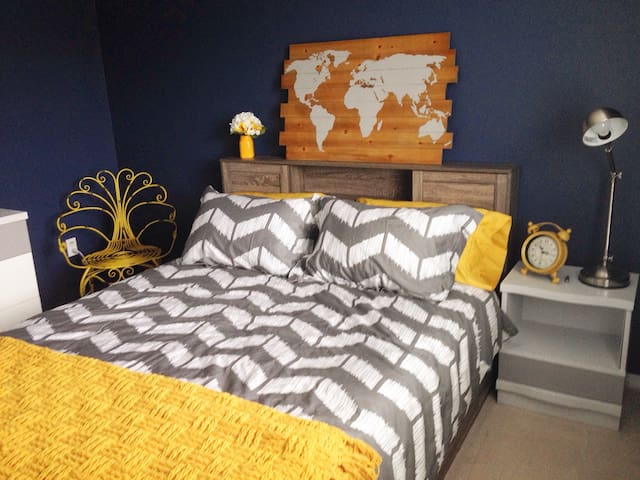The Cozy Traveller Room - Brantford - Casa