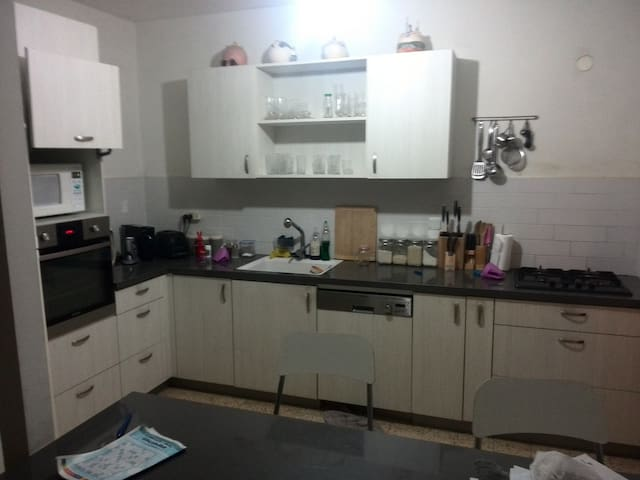 Flat with 3 bedrooms, living room & office - Rehovot