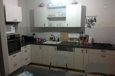 Flat with 3 bedrooms, living room & office - 雷霍沃特(Rehovot)