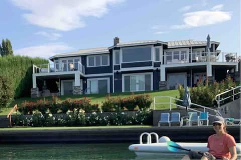 Beautiful waterfront house by Lake Chelan Winery