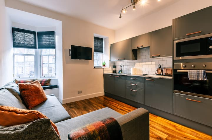 Beautiful one bed flat on the famous Royal Mile!