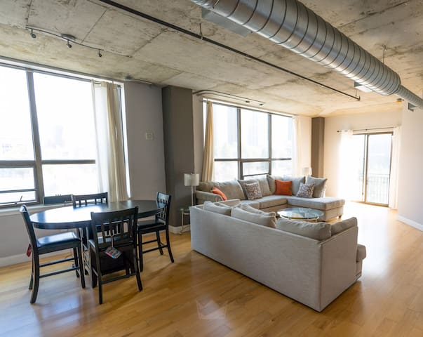 Luxe Condo 2bd/2ba ATL-Next to SuperBowl