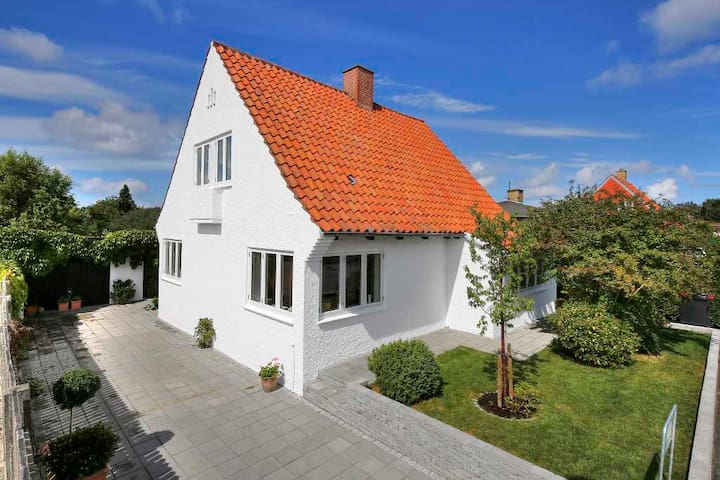Charmerende rummeligt hus tæt på stranden og byen - Gilleleje - Dům