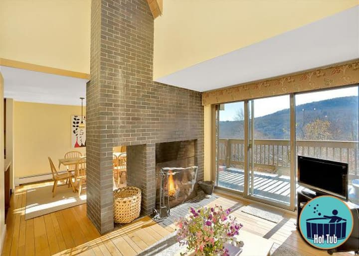 Premium spacious Winterberry 1 townhouse w/hot tub minutes from the slopes
