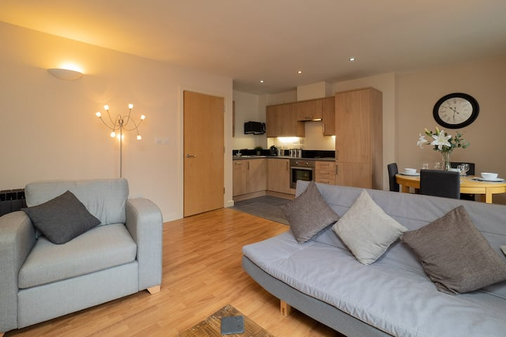 Stylish and Spacious City Centre Apartment
