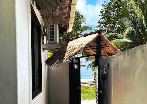 Amazing budget Beachfront Villa in DhiffushiIsland