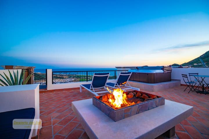 Luxury 2BR Penthouse w/Private Rooftop Patio #6604