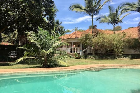 Private room, house with garden & swimming pool 1 - Kampala - House
