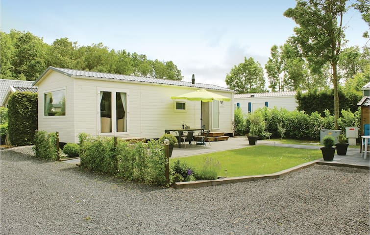Holiday cottage with 3 bedrooms on 50 m² in Tzummarum