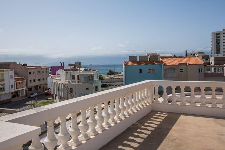 Belle villa au bord de la mer - Mindelo - Dom
