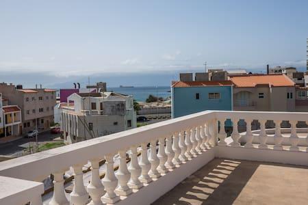 Belle villa au bord de la mer - Mindelo
