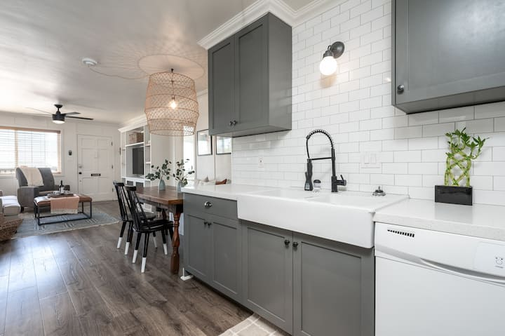 ❤️Charming & Vibrant Professionally Cleaned Home