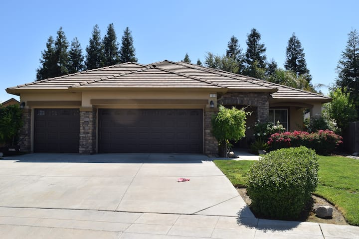 Clovis home with outdoor living
