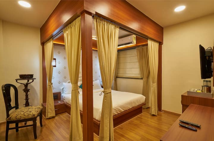 Service apartment with shared lounge in Pune