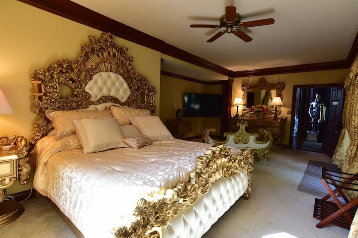 Camelot Bed & Breakfast Royal Suite w Private Bath