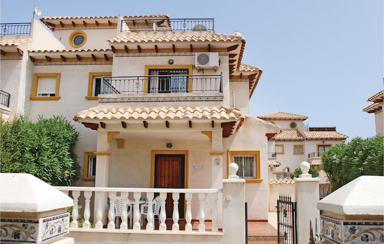 Terraced house with 2 bedrooms on 85m² in Cabo Roig, Orihuela