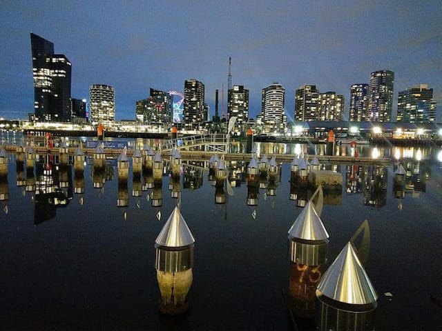 Docklands(CBD, FREE TRAM&WIFI) Near Souther cross.
