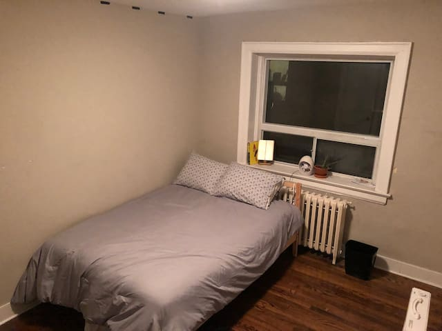 Private Bedroom- Downtown Toronto
