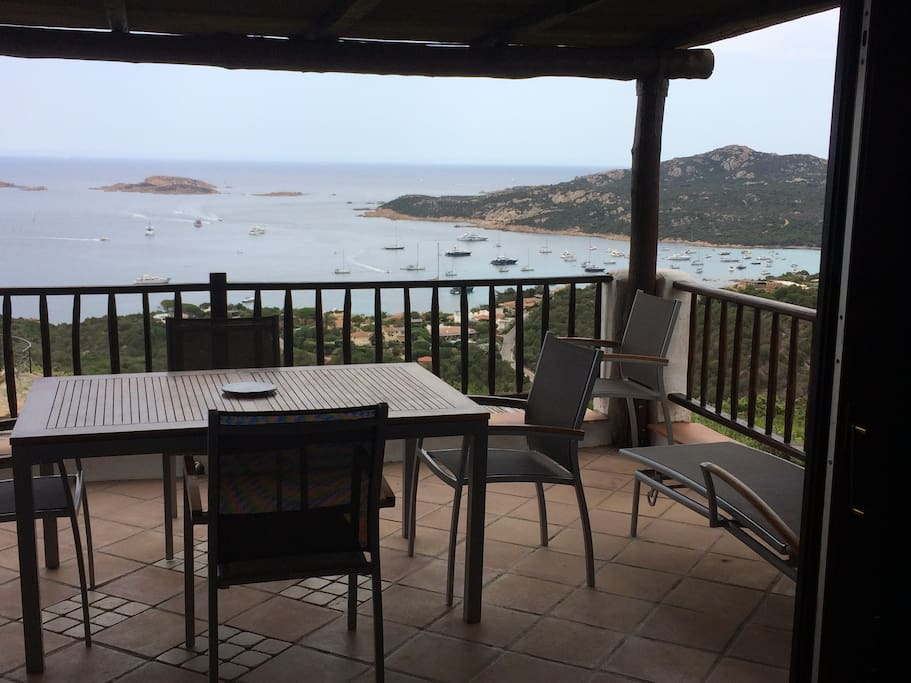 Paradiso in costa smeralda apartments for rent in porto for Quanto costa un tram in collina