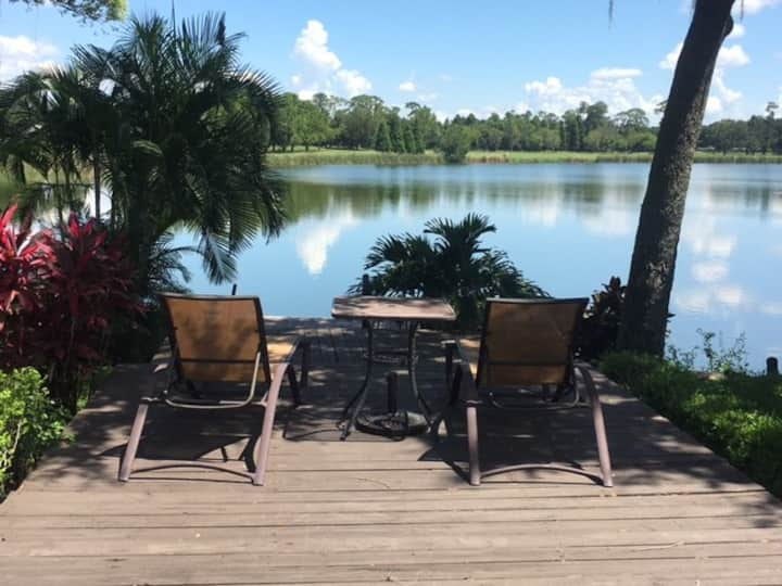 Lakehouse Rm. 1, 2 queen beds, private bath, FSC