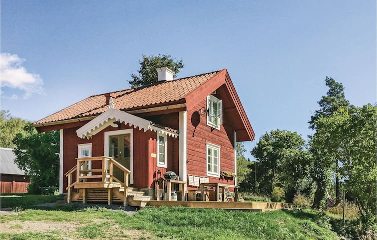 Holiday cottage with 2 bedrooms on 61m² in Mellösa