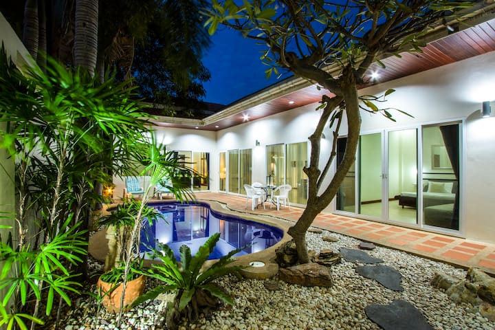 2bdr, private pool & jacuzzi