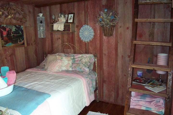 """interior of """" southern rose"""" cottage"""