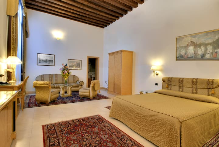Quintuple room in a 15th Century palace