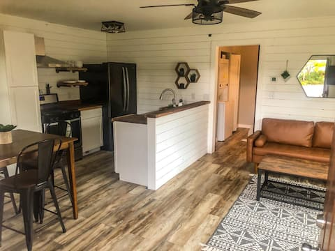 Boutique apartment, walk to downtown Spearfish!