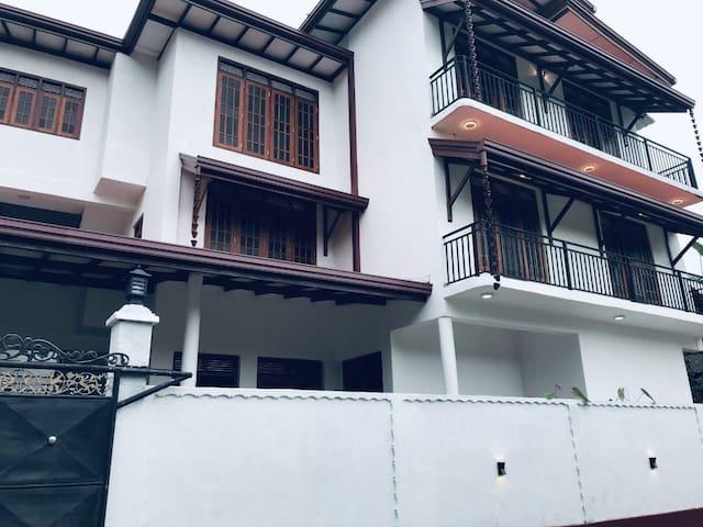 Sayana Lucky Apartment