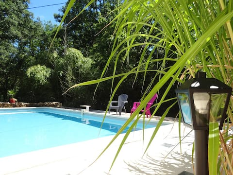 Charmante petite maison avec piscine privée