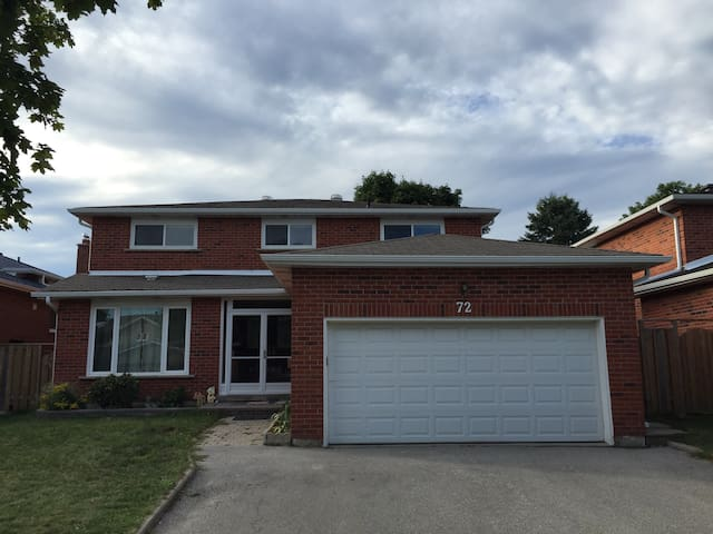 Nice bedroom with private bathroom - Markham - Maison