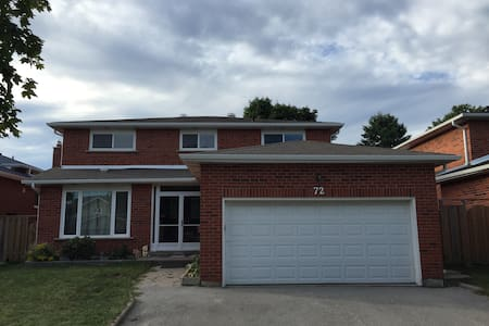 Nice bedroom with private bathroom - 马克汉姆(Markham)