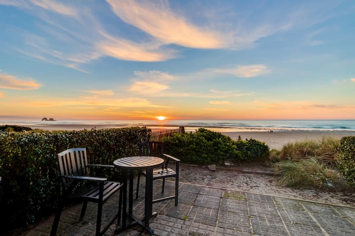 Dog-friendly, waterfront bungalow only steps from the sand & the waves!