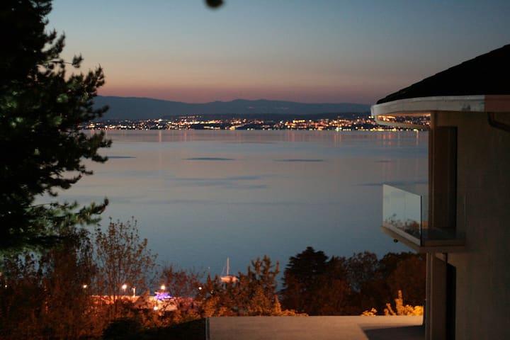 Lake view + garden / Vue sur le Lac + Jardin