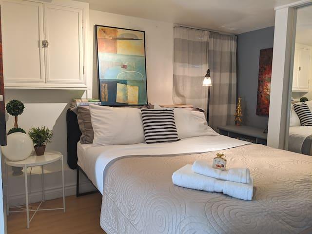 Conveniently Located, Comfy, Studio Apartment!