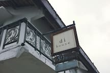 di house 's sign