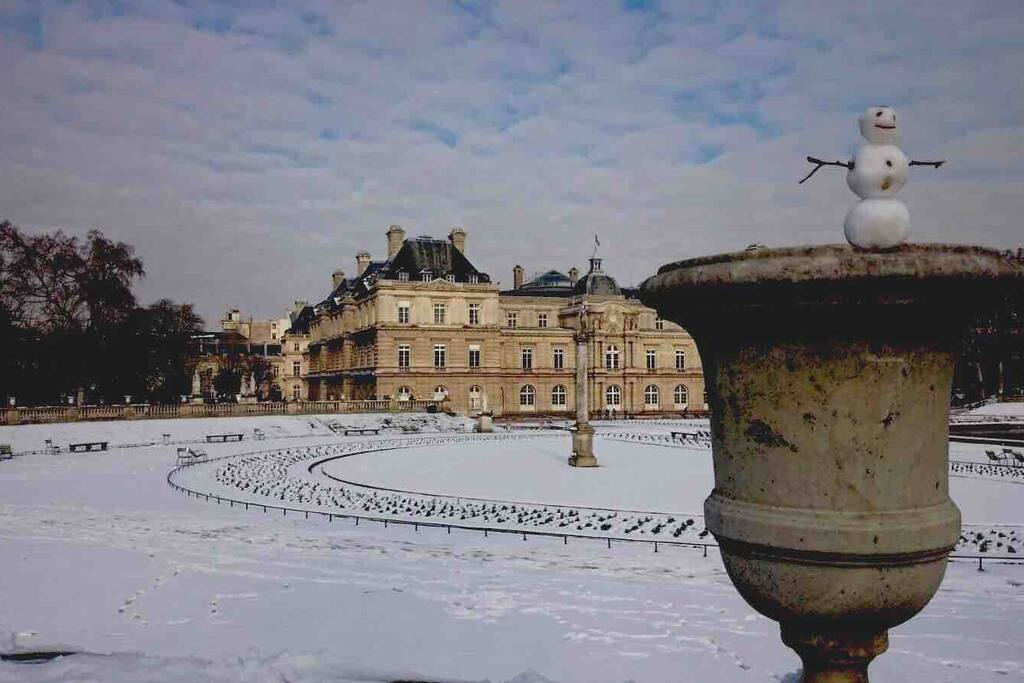 2 mn walking from the famous jardin de Luxembourg with the Senat and the delicious pâtisserie from Angelina