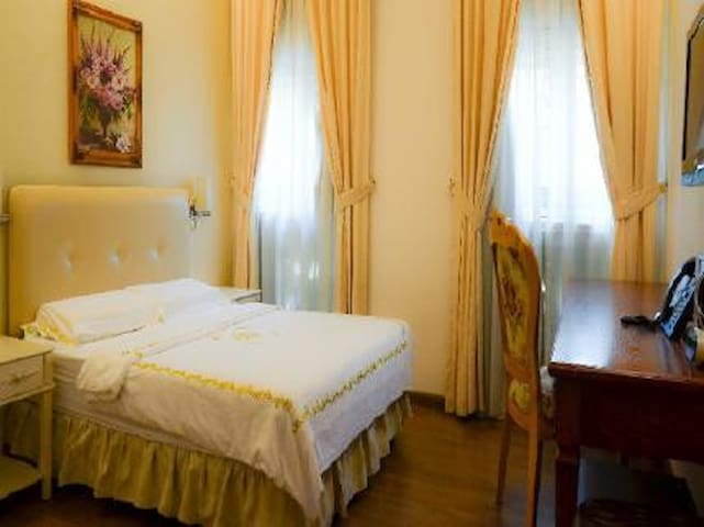 Cosy Queen Size Bed Room / Jayleen 1918 Hotel - Singapore - Butikový hotel