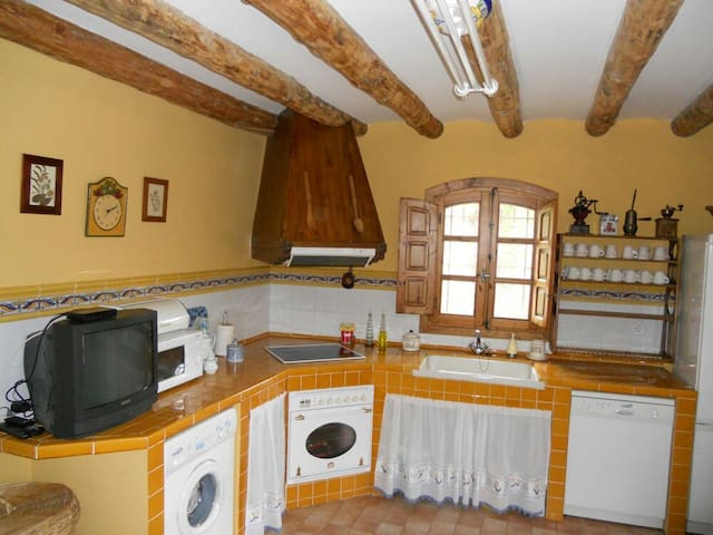 Se alquila Casa típica del Pirineo -amplio jardin - Fiscal - Huis