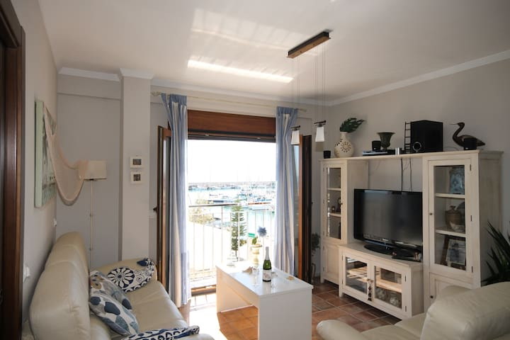 Apartment with sea and harbor views - Caleta de Vélez - Lakás